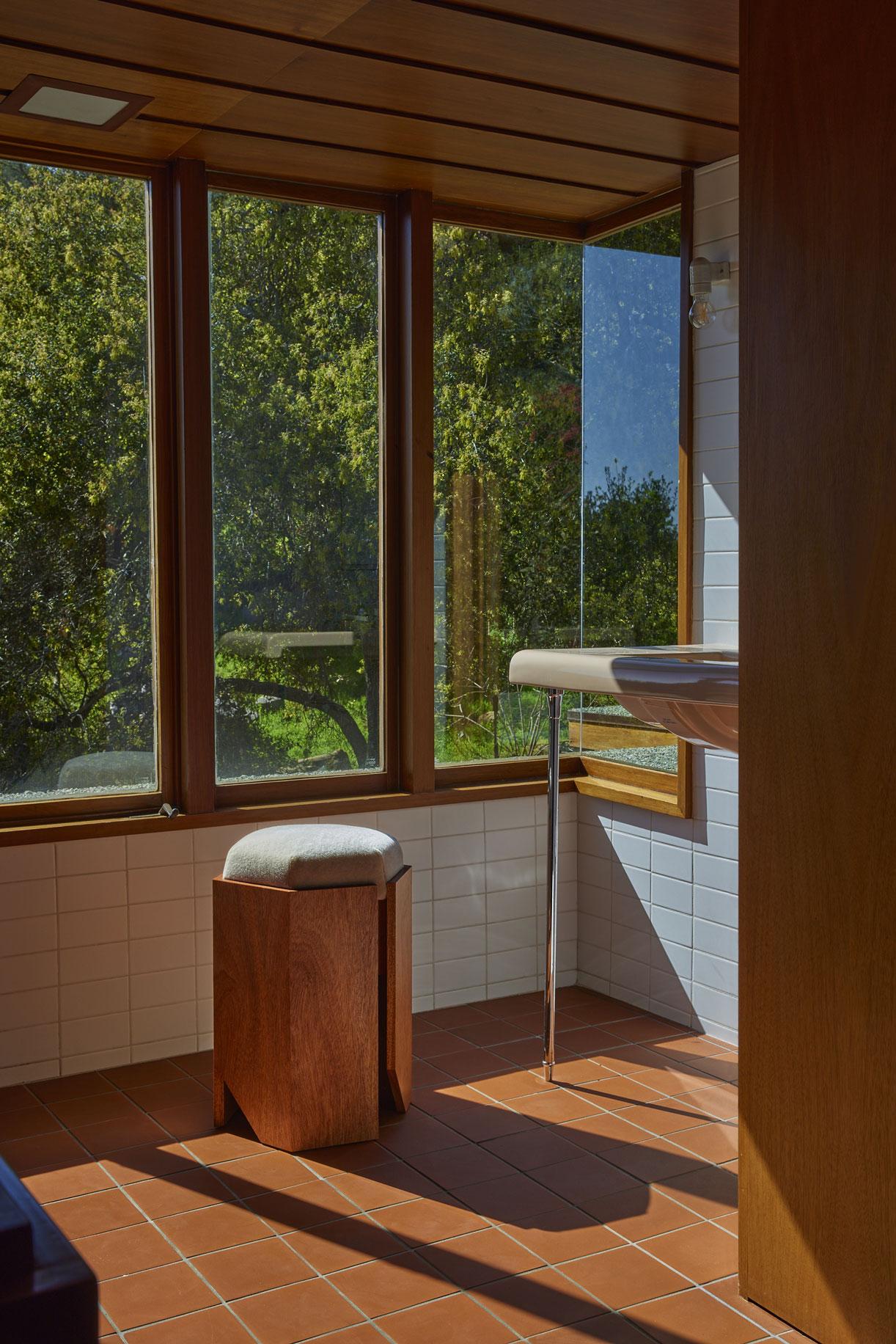 Atelier de Troupe - NEW – Château Stool